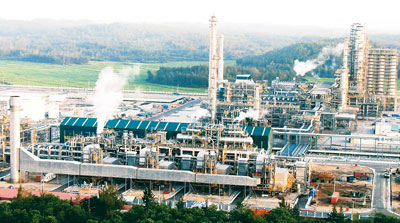 Dung Quat Oil Refinery will be broadened and upgraded in Quang Ngai Province (Photo: SGGP)