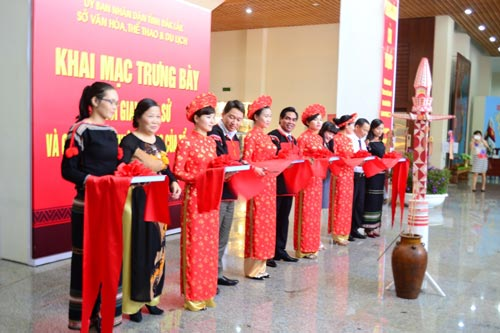 "The exhibition themed ""Historical periods and Vietnam's sovereignty"" was opened on March 10. (Photo:SGGP)"
