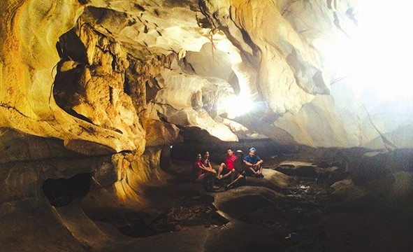 A group of tourists is at Quan Y Cave inside Mo So Mountain