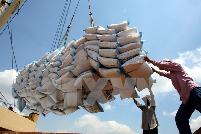 Export rice bags are loaded aboard (Source: VNA)