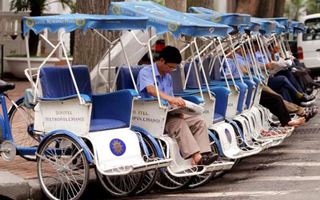 Tourists just only jump on the front of the tricycle taxi and then enjoy the great view of the city. 'Locals also use the cyclos to get through the city's hectic traffic which generally proves to be lot faster than a normal taxi', says the Boredpanda. (Photo: Msn)