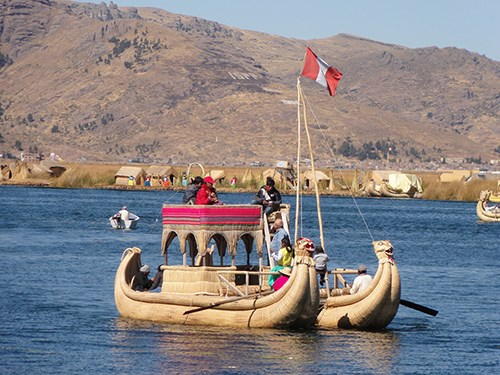 Barco De Totora (Reed Boat) in Peru (Photo: Whenonearth)
