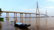 Can Tho bridge spans the Hau River (Photo: VNA)